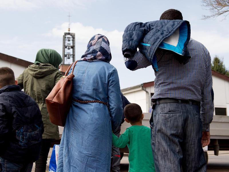 Bild zu Flüchtlinge im Grenzdurchgangslager Friedland