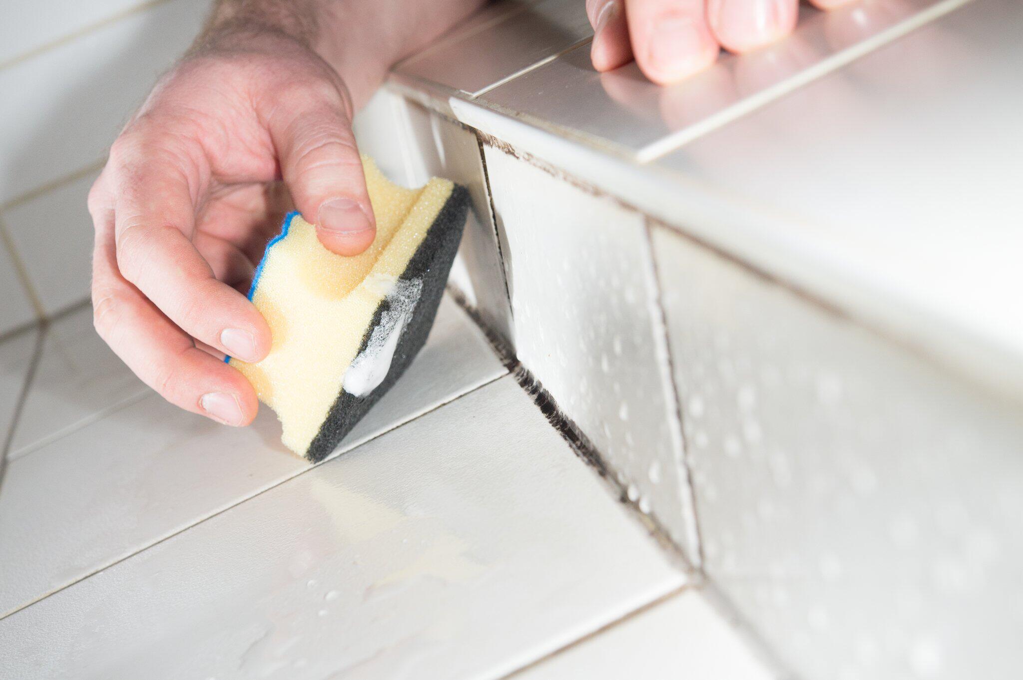 Igitt Schimmel!: Fliesenfugen in Küche und Bad reinigen und ersetzen ...