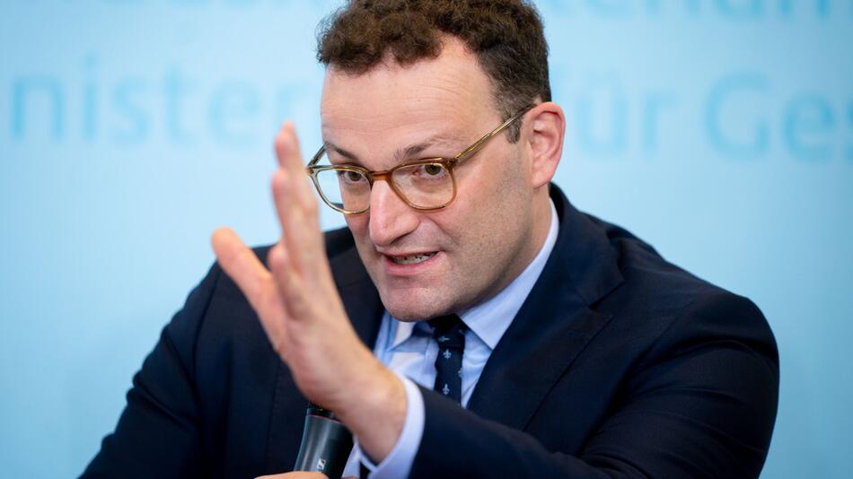 Rückendeckung für Merkel und AKK - Spahn kontert Merz-Kritik