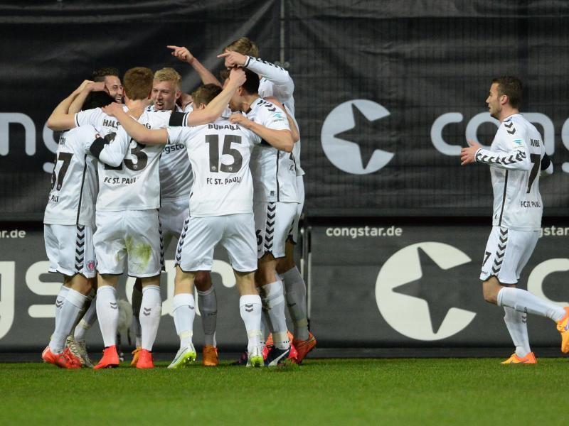 Bild zu FC St. Pauli - Fortuna Düsseldorf
