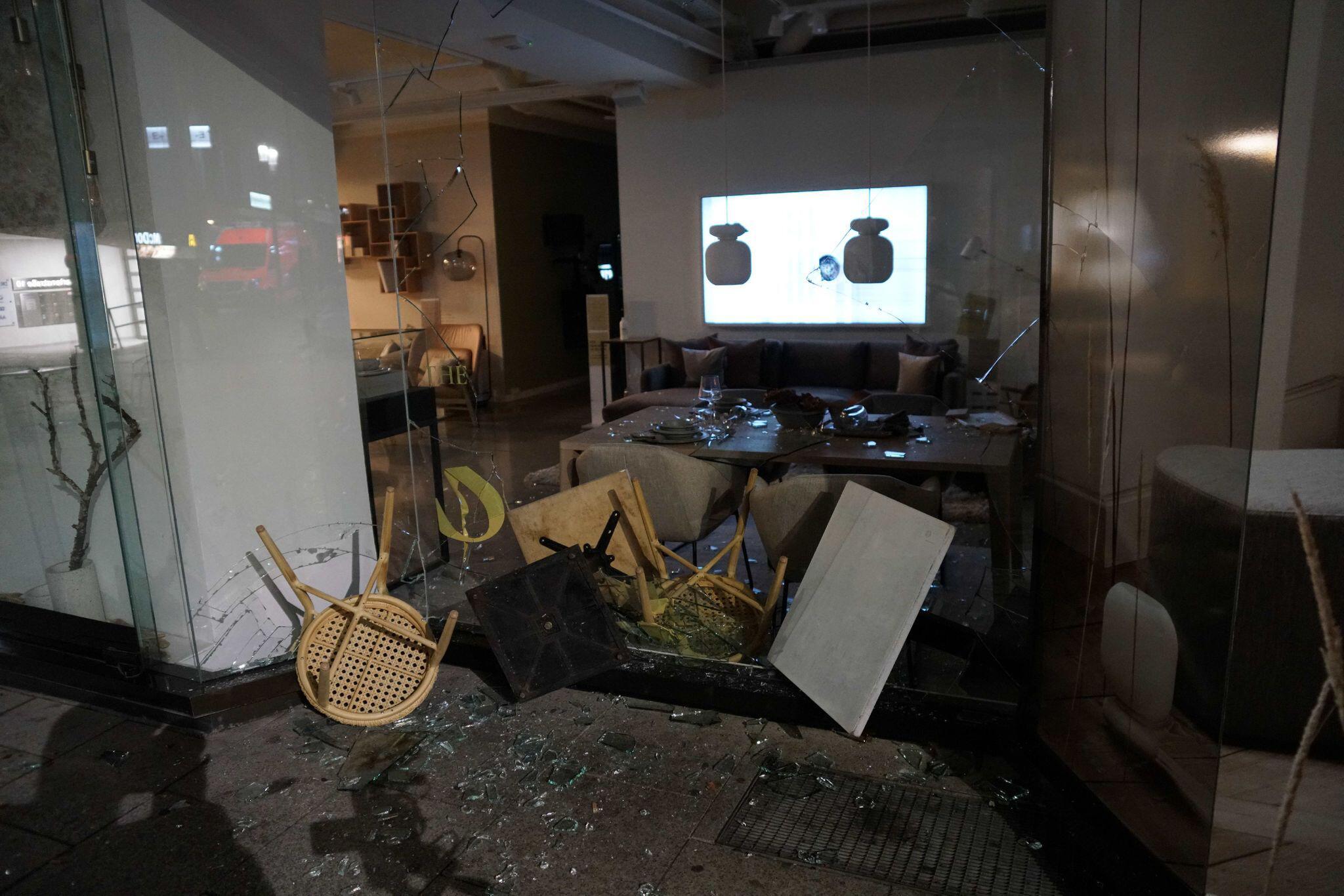 Bild zu Randale im Herzen von Stuttgart mit Verletzten und Plünderungen