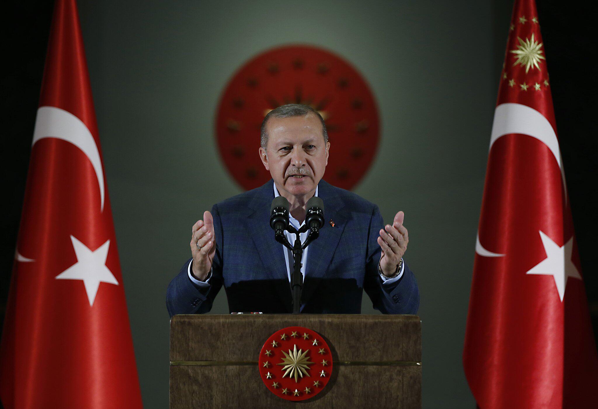 Erdogan zu Wahlkampf in Sarajevo - Tausende Türken aus Deutschland ...