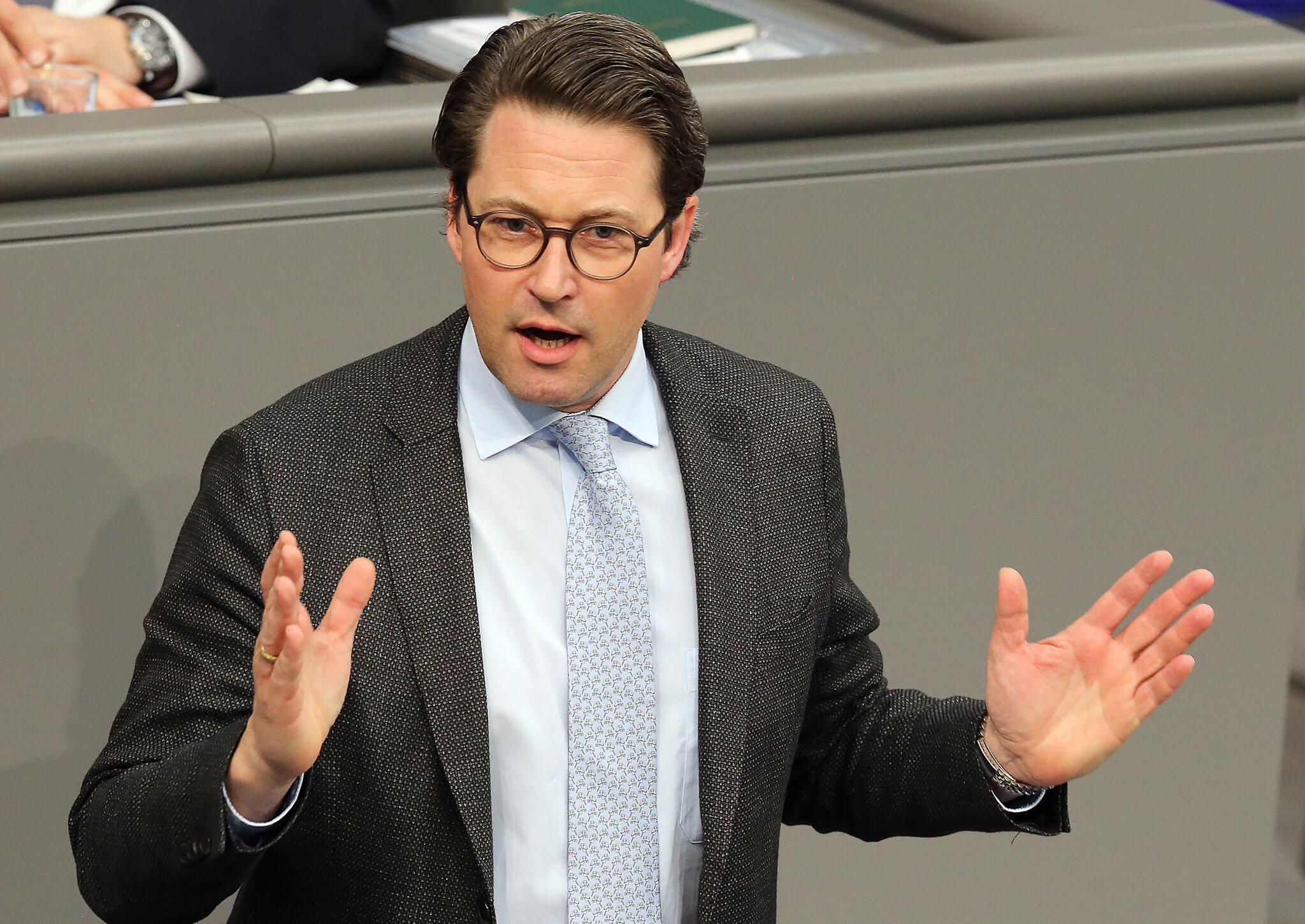 Bild zu Verkehrsminister Andreas Scheuer Ärger BER