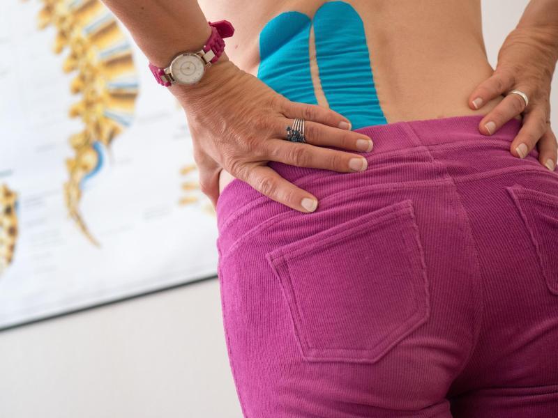 Bild zu Patientin mit Rückenschmerzen