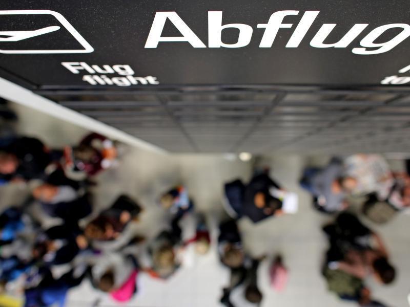 Bild zu Reisende auf dem Flughafen
