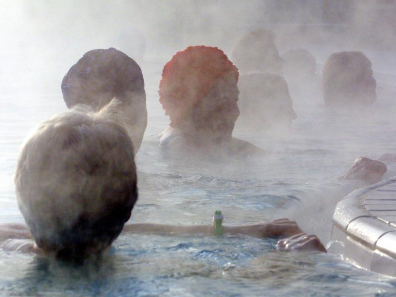 Bild zu Dampfendes Thermalbad