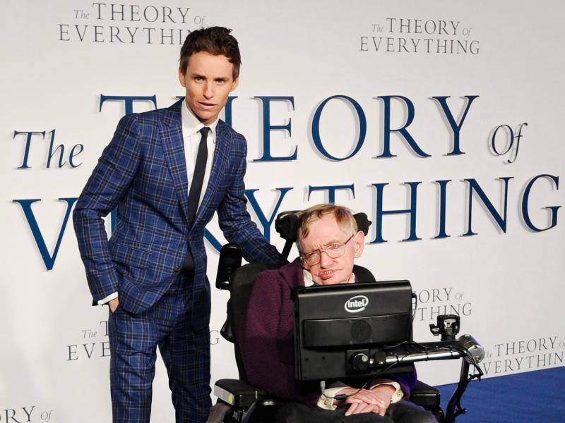 Bild zu Eddie Redmayne und Stephen Hawking