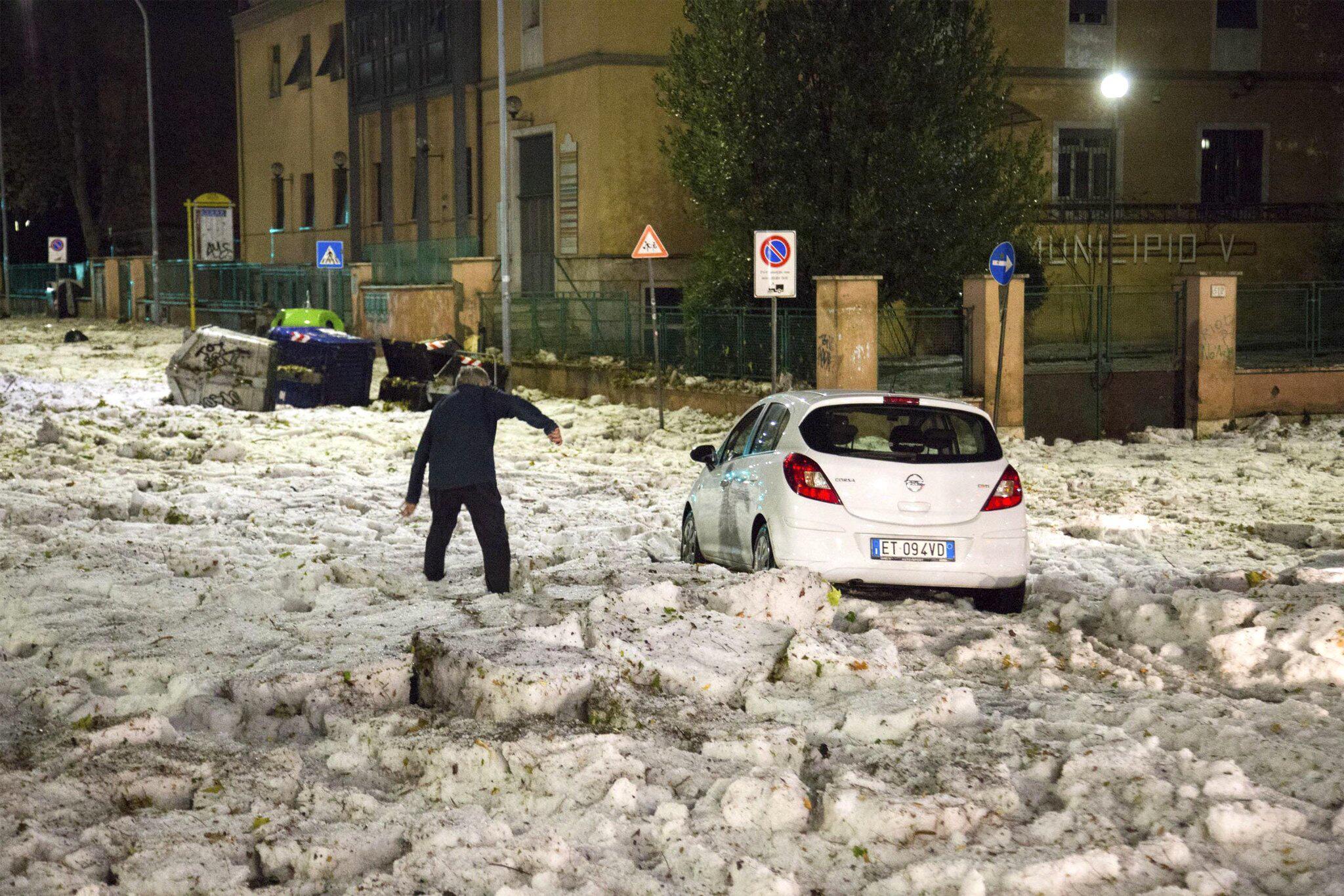 Bild zu Hagelsturm in Rom
