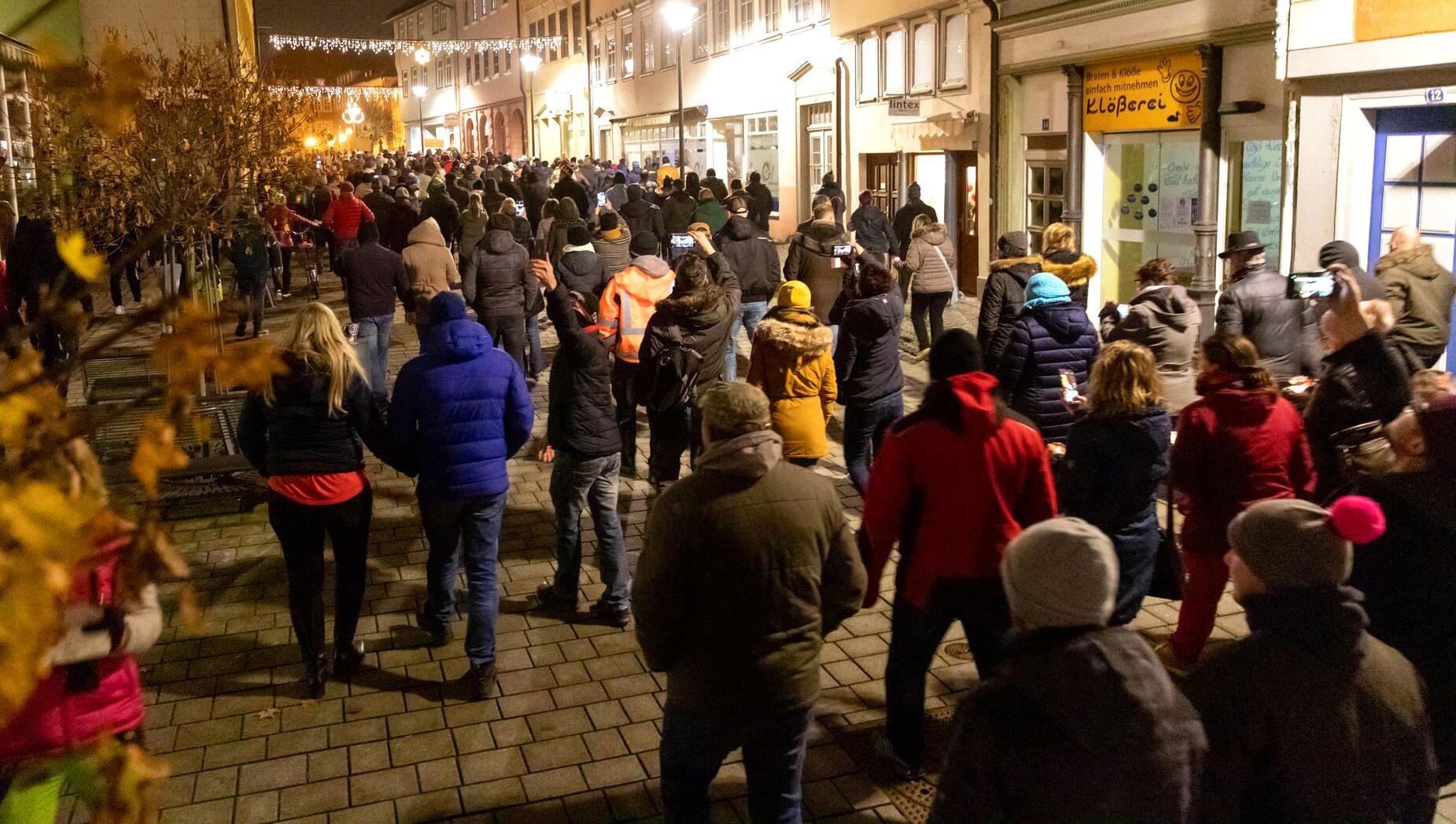 Bild zu Proteste gegen Corona-Regeln in Hildburghausen