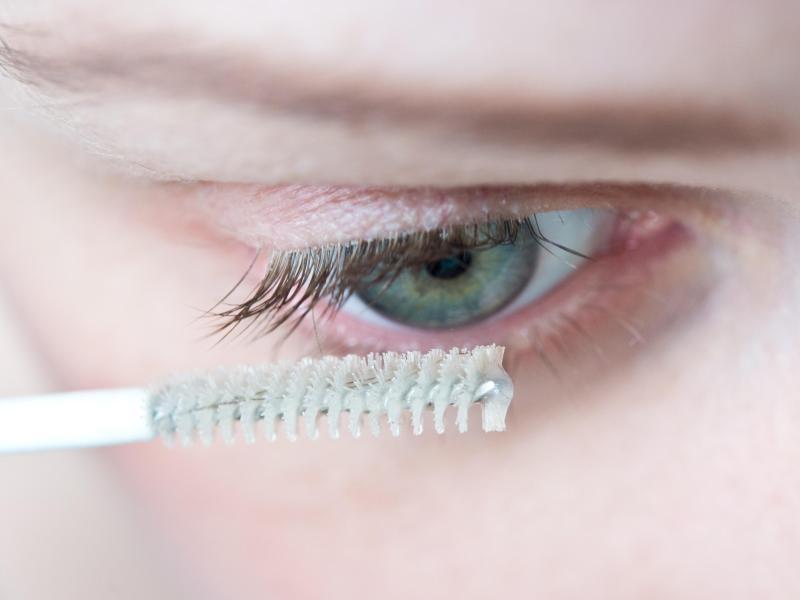 Bild zu Pflege mit Wimpernserum
