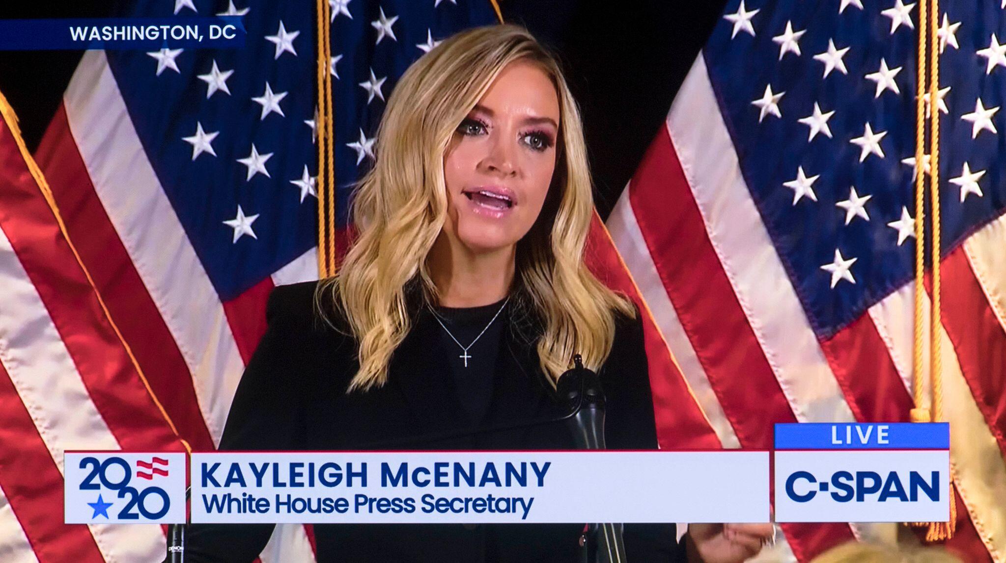 Bild zu Fox News schaltet von Pressekonferenz des Trump-Teams weg
