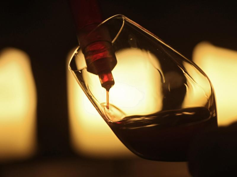 Bild zu Glas mit Rotwein