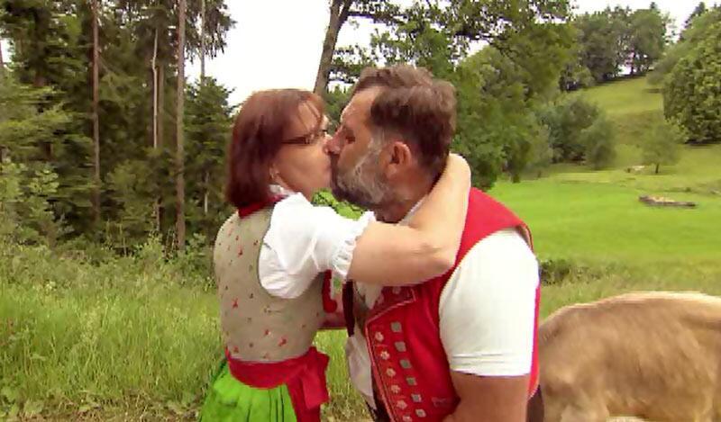 """Bild zu Erster Kuss bei """"Bauer, ledig, sucht ..."""""""