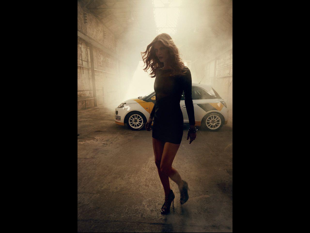 Bild zu Opel Adam in Szene gesetzt von Bryan Adams: Der Rockstar hat wohl viele Talente