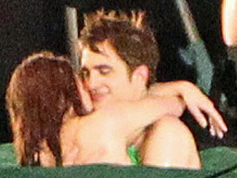 Bild zu Robert Pattinson und Kristen Stewart