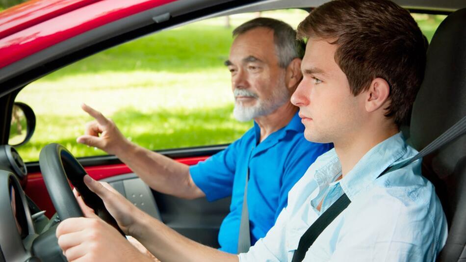Begleitetes Fahren: Sonderregelung zur Zulassung im Straßenverkehr