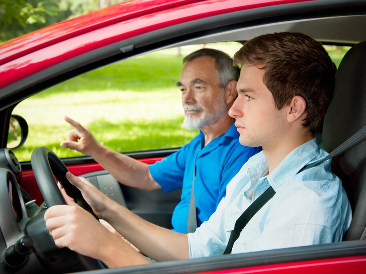 Bild zu Begleitetes Fahren: Sonderregelung zur Zulassung im Straßenverkehr