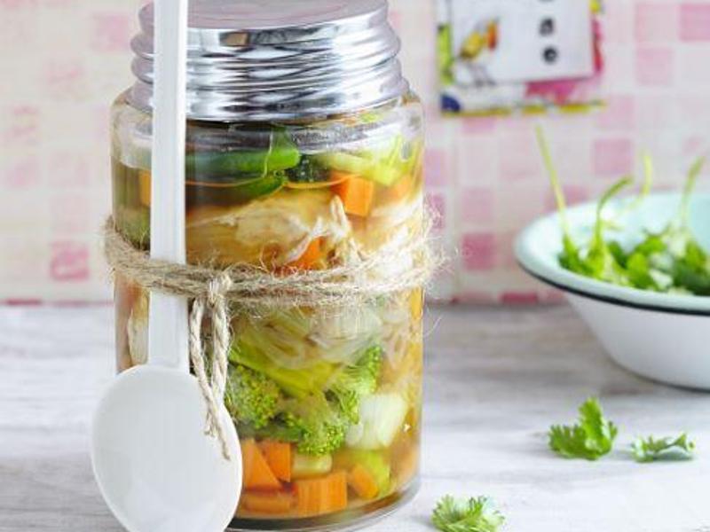 Bild zu Asia-Suppe aus dem Glas