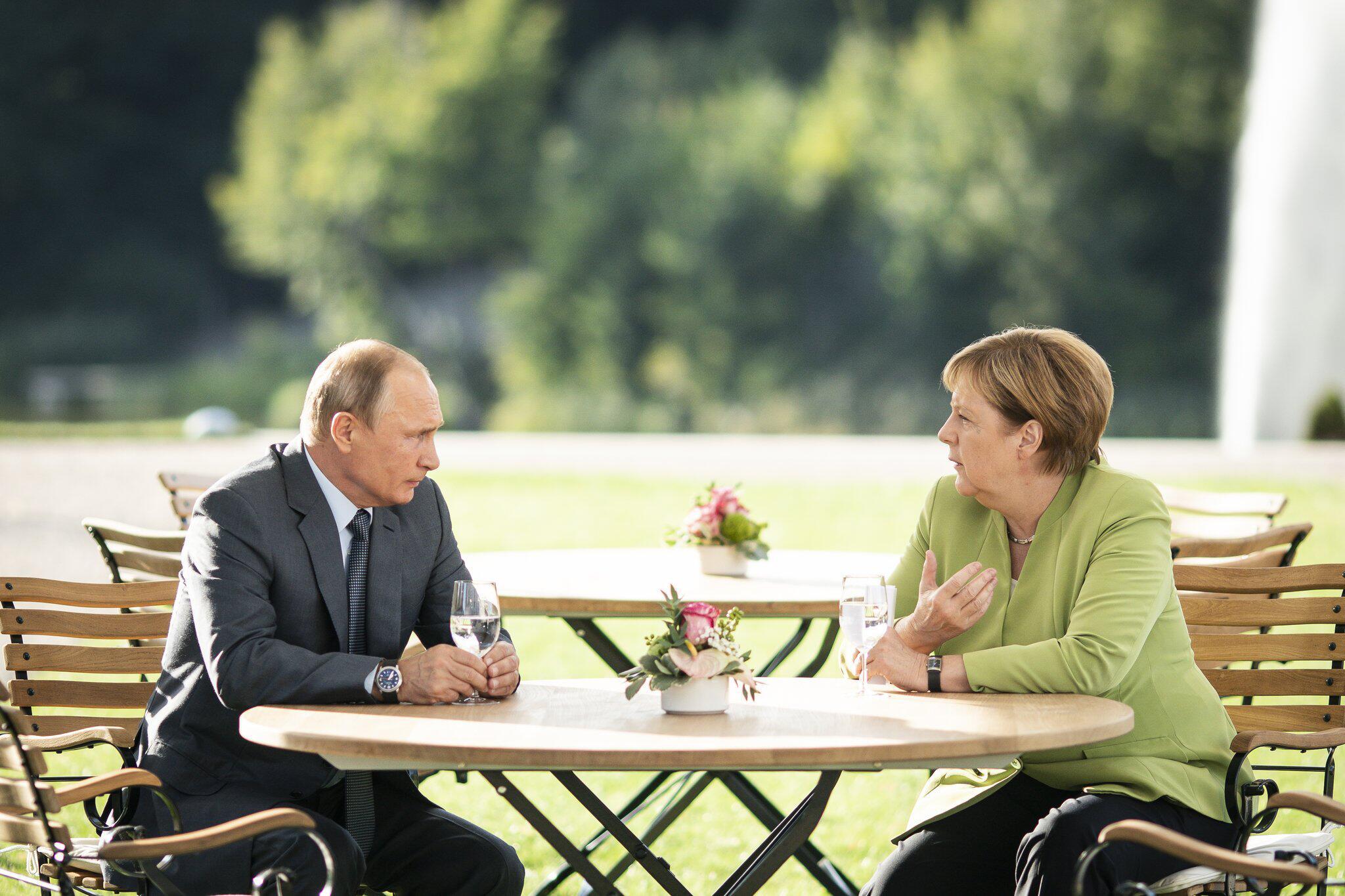 Bild zu Merkel trifft Putin auf Schloss Meseberg