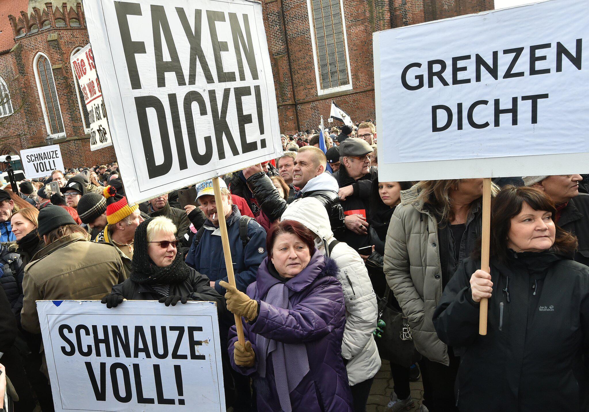 Bild zu Demo des Vereins Zukunft Heimat e.V.