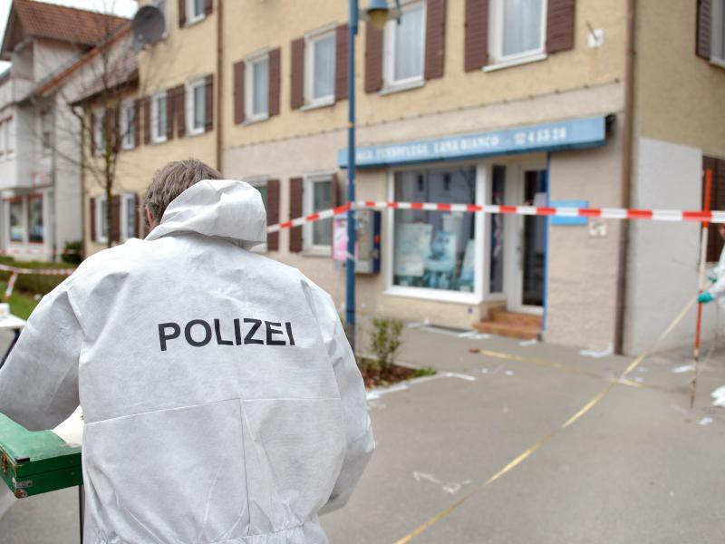 Bild zu Polizei vor Ort