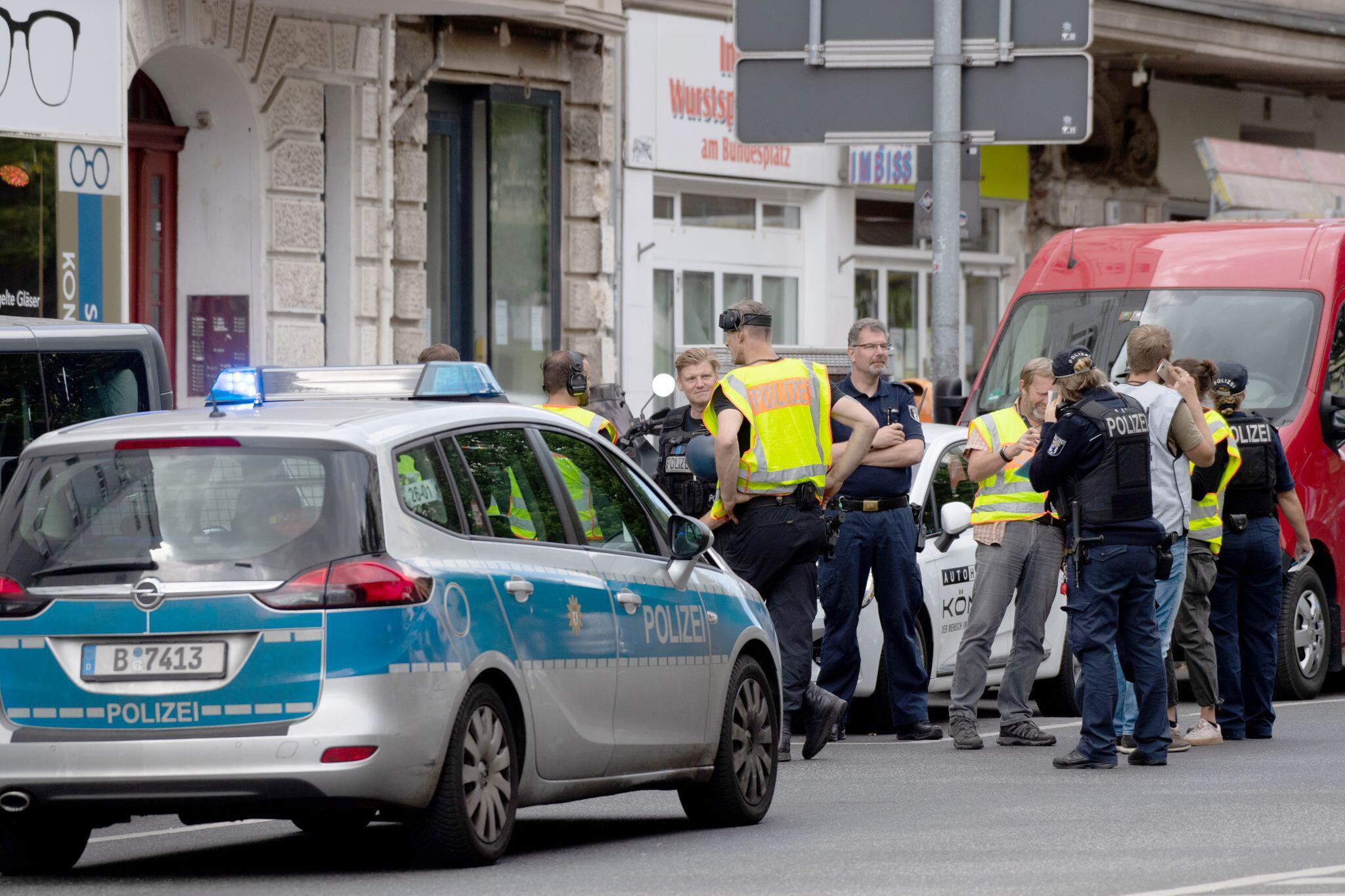 Feuerwehr: Geldtransporter in Wilmersdorf brannte