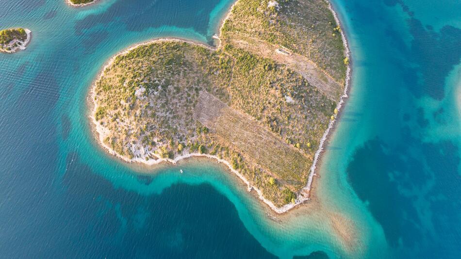 Kroatien, Reise, Urlaub, Inseln, Corona, Pandemie, Traumstrand, Mittelmeer, Adria, Murter