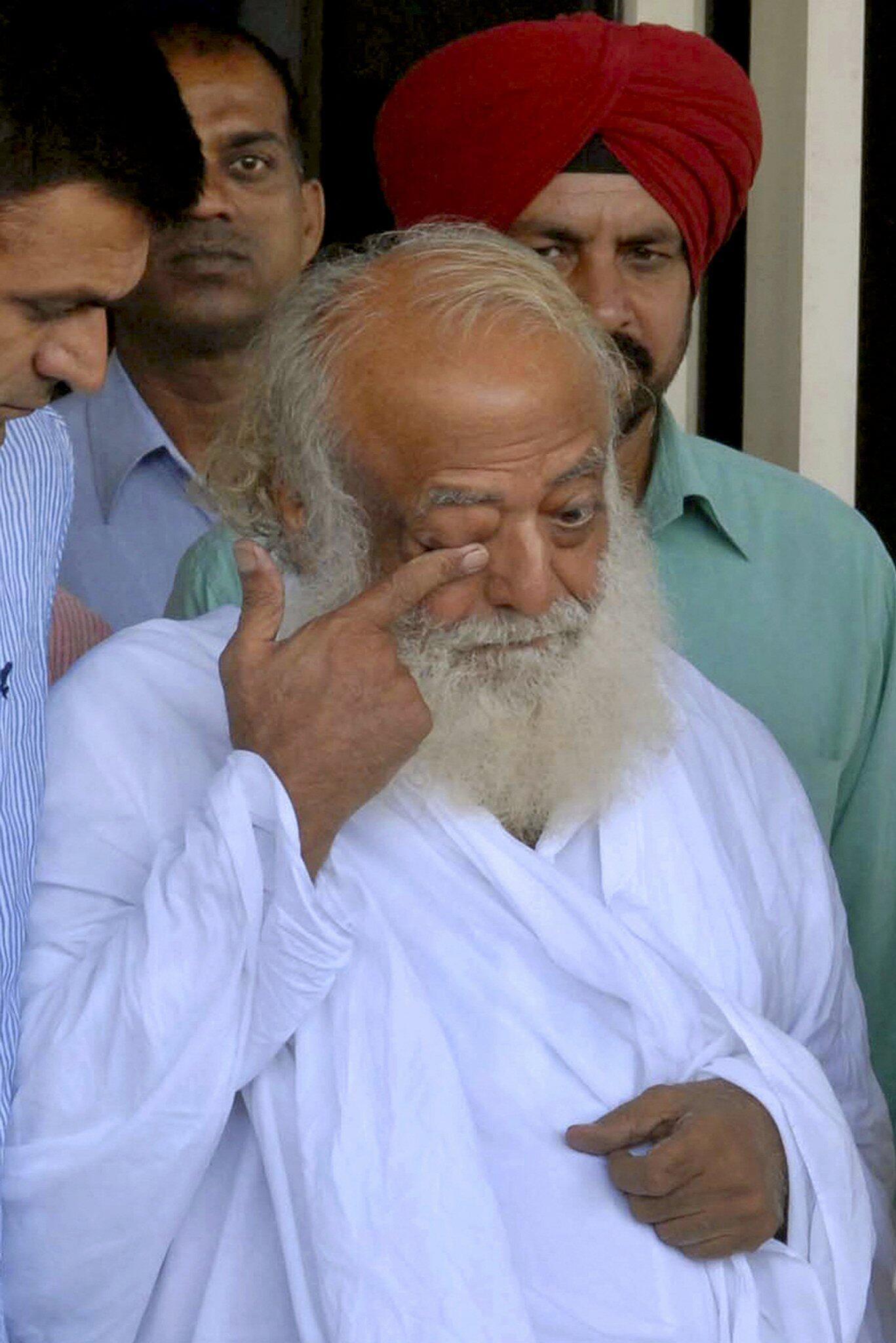 Bild zu Indischer Guru wegen Vergewaltigung verurteilt