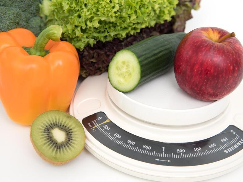Bild zu Gemüse, Obst und eine Waage