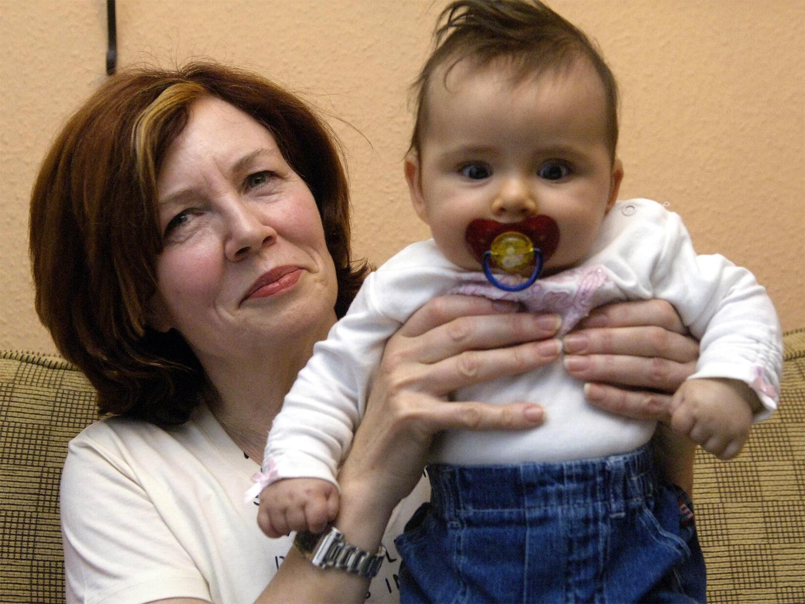 Bild zu Annegret R. und Tochter Lelia