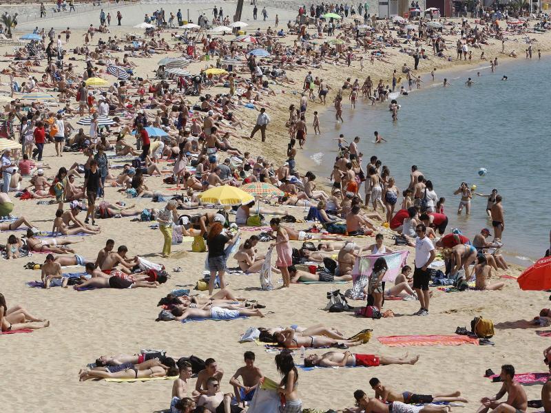 Bild zu Voller Strand bei Barcelona