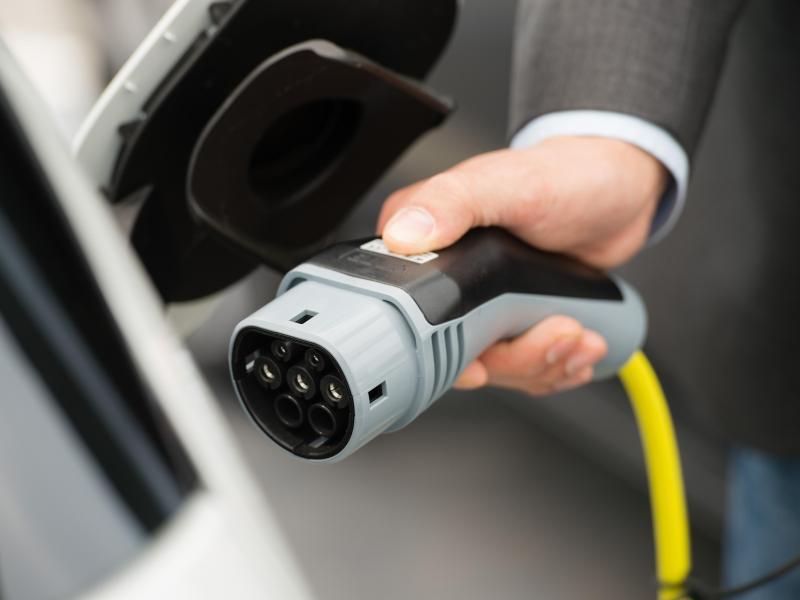 Bild zu Elektroauto aufladen