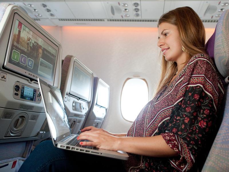Bild zu Frau am Laptop