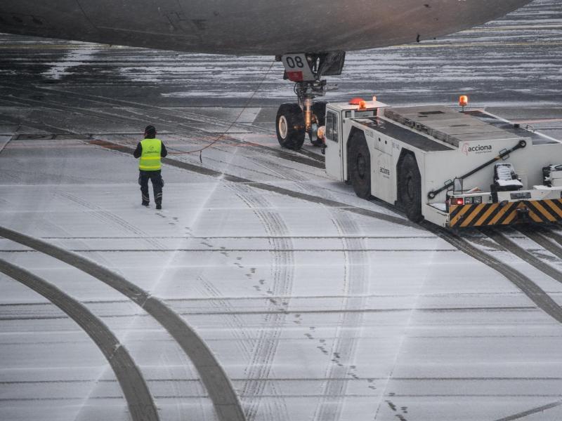 Bild zu Schnee auf dem Flughafen Frankfurt