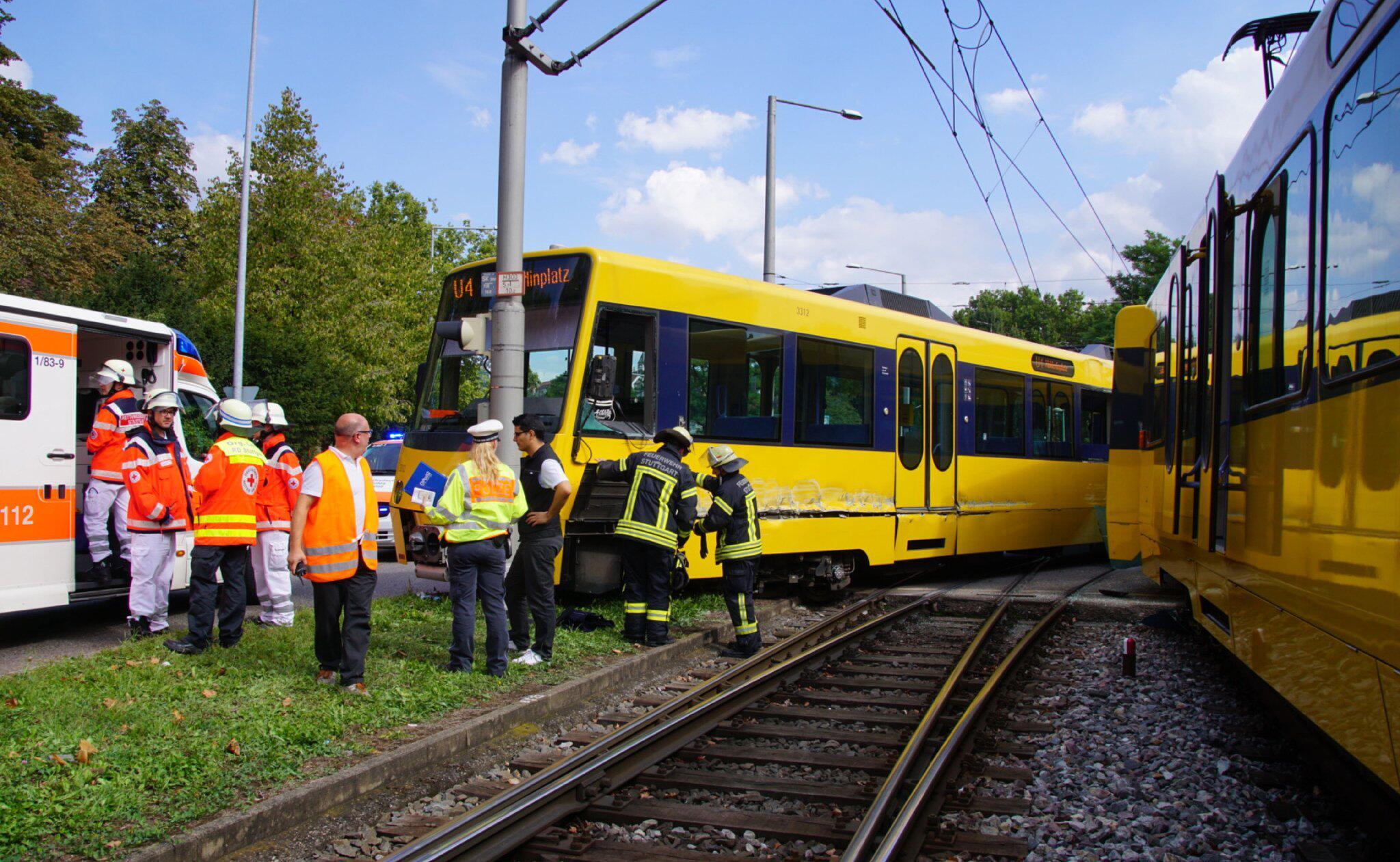 Bild zu Stadtbahnen in Stuttgart stoßen zusammen