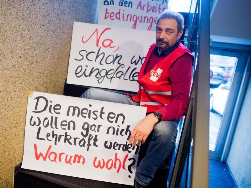 Bild zu Protestierende Lehrer