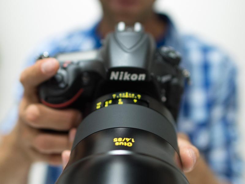 Bild zu Kamera mit Objektiv