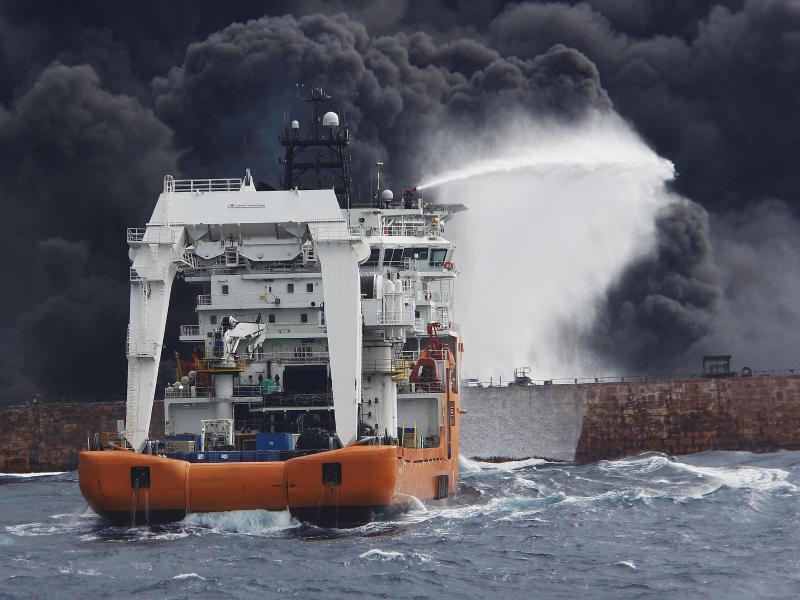 Bild zu Brand auf Öltanker