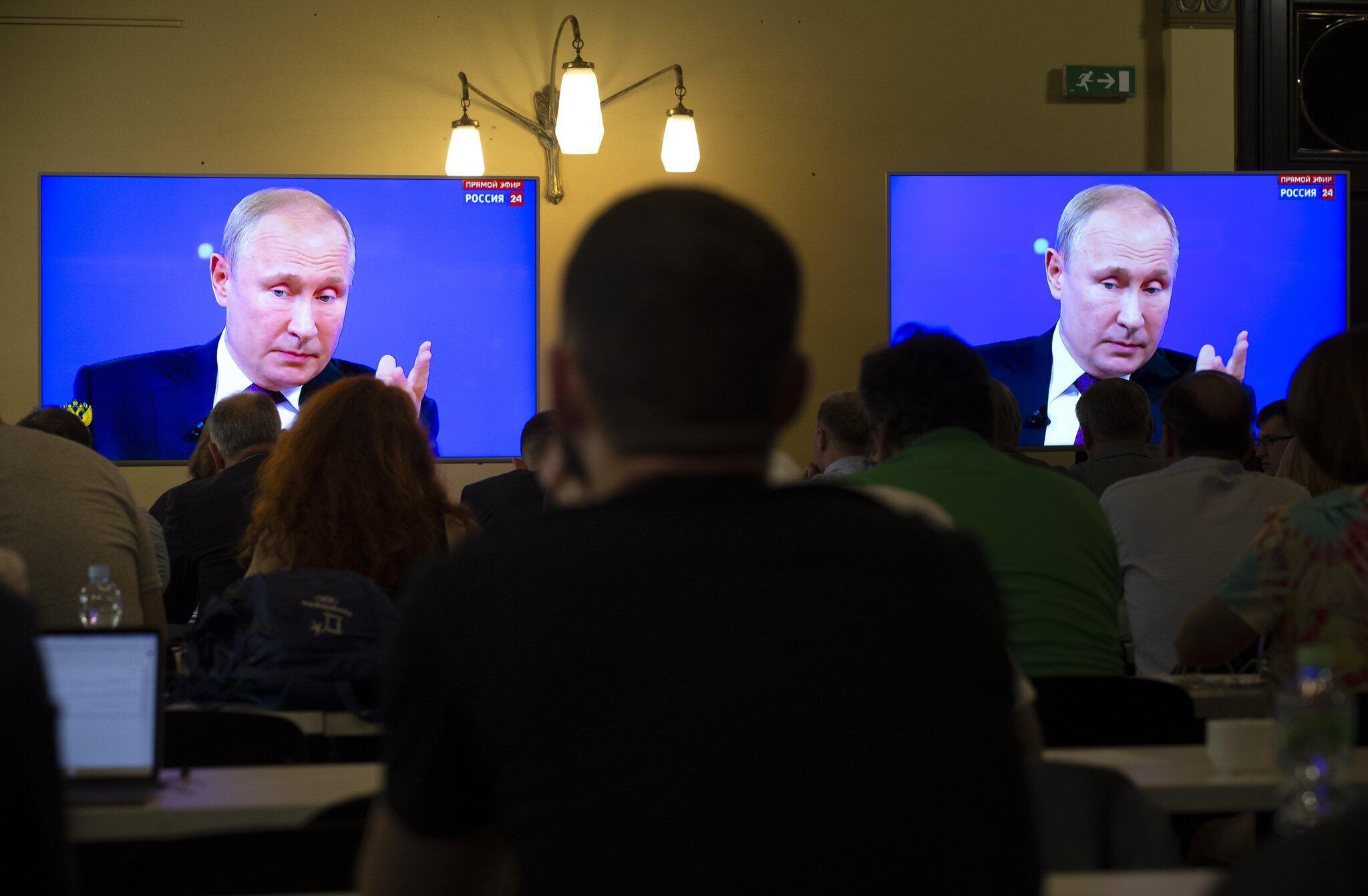 """Bild zu Putin bei TV-Show """"Direkter Draht"""""""