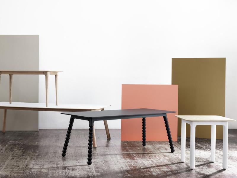 Bild zu Tische in verschiedenen Farben und Größen