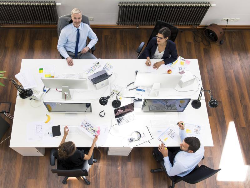 Bild zu Menschen am Arbeitsplatz