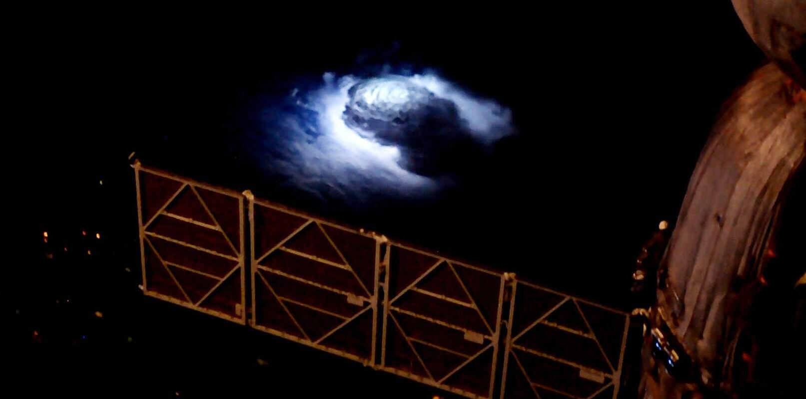 Bild zu Gewittersturm, von der ISS aus aufgenommen