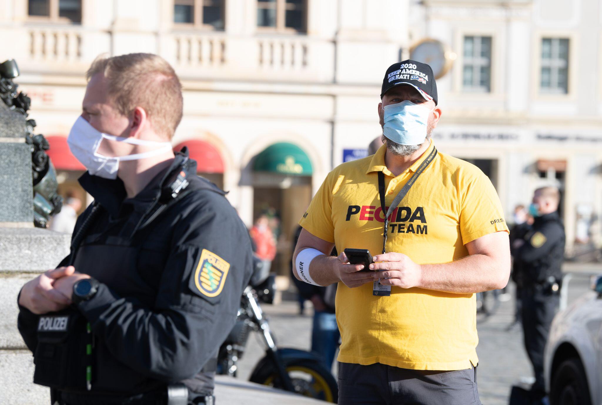 Bild zu Coronavirus – Pegida Dresden