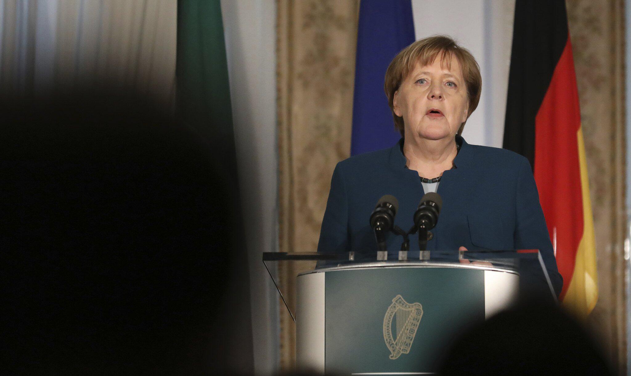 Bild zu Merkel zu Besuch in Irland