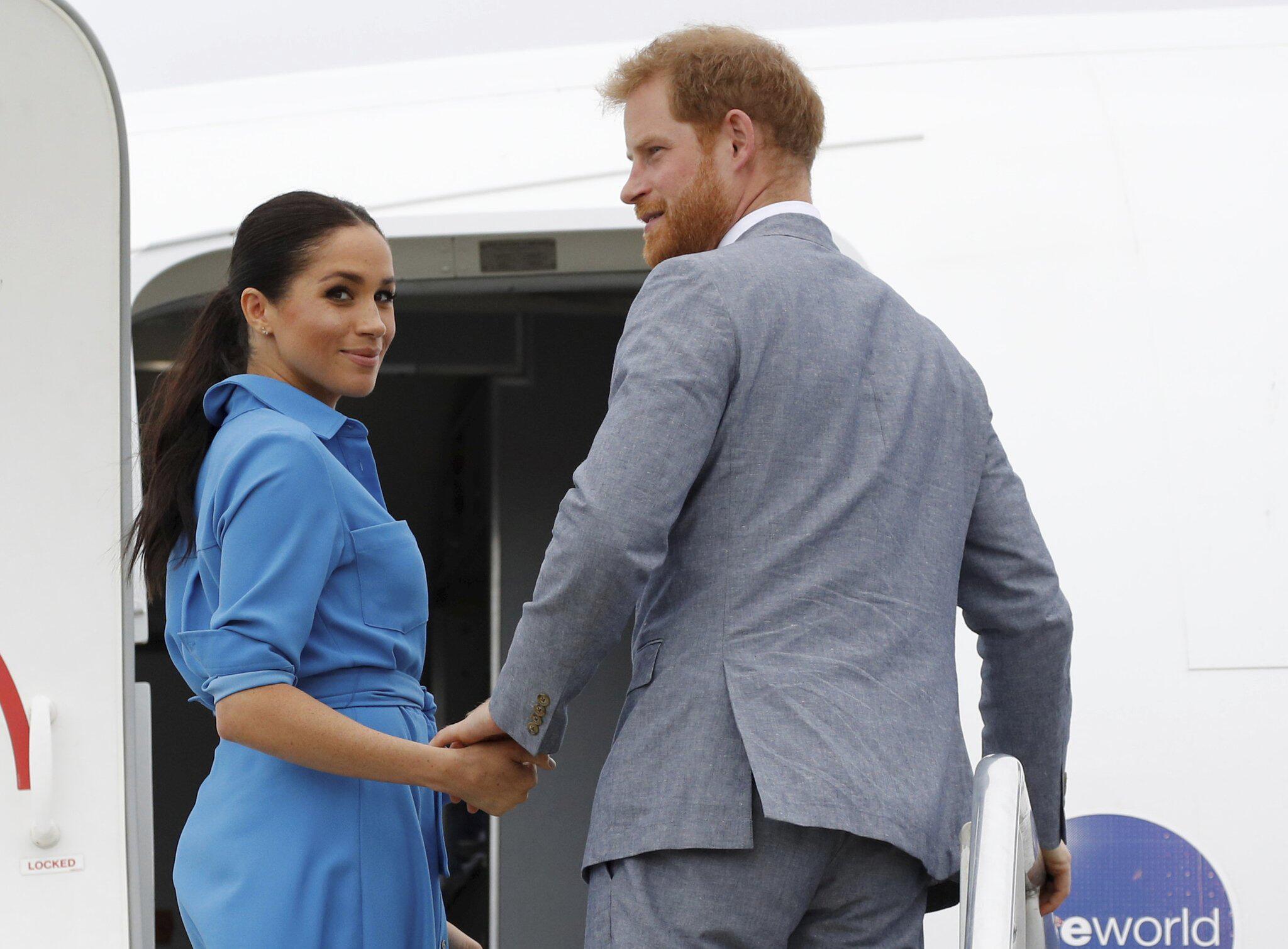 Bild zu Prinz Harry und Meghan besuchen Tonga