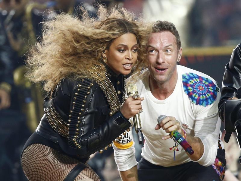 Bild zu Super Bowl - Beyoncé und Chris Martin