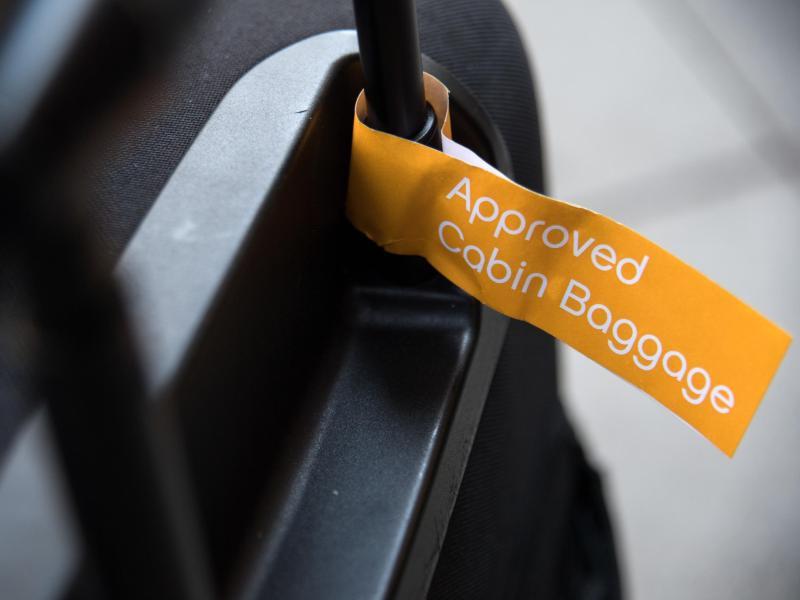 Bild zu Bändchen am Handgepäck