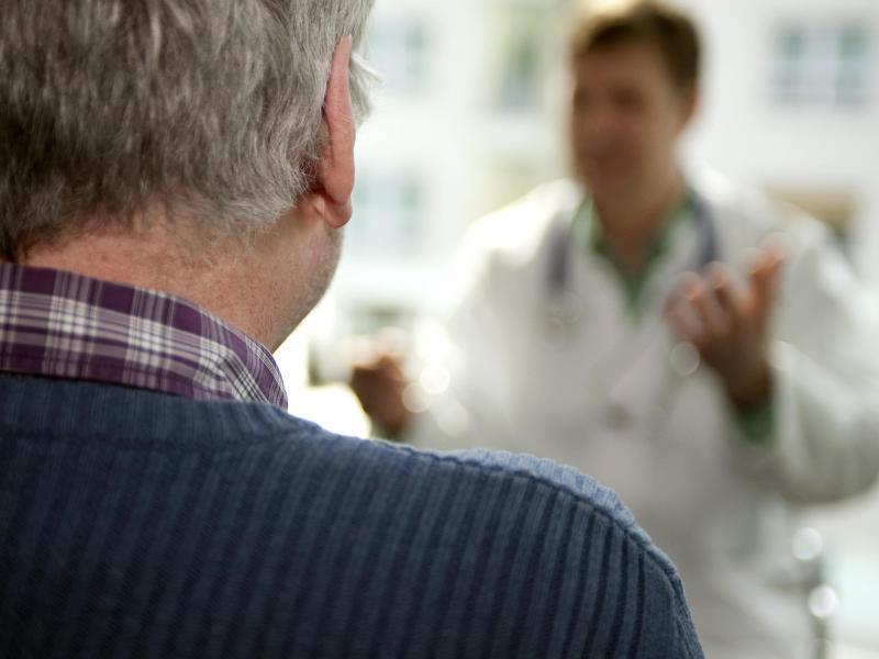 Bild zu Patient beim Arzt