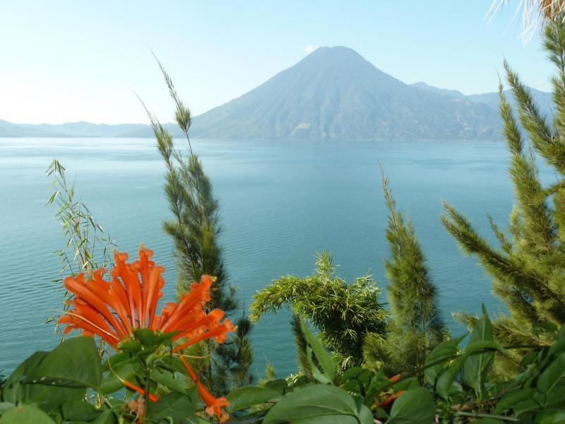 Bild zu Panorama mit Vulkan