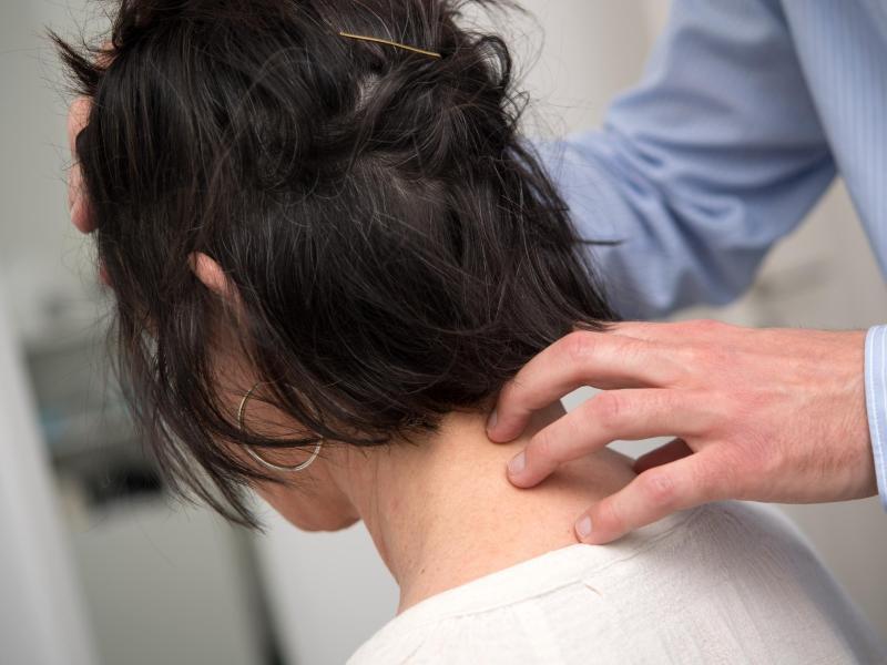 Bild zu Behandlung der Halswirbelsäule